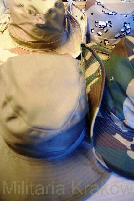 kapelusze-z-zapinamym-rondem